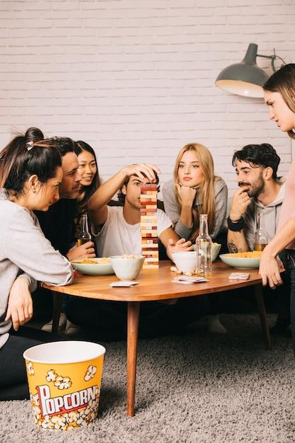 Gute freunde spielen tabletop-spiel Kostenlose Fotos