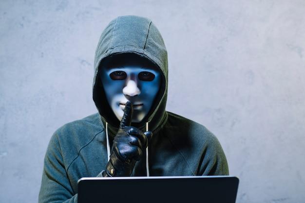 Hacker mit laptop Kostenlose Fotos
