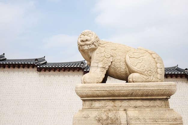 Haechi, statue eines mythologischen löwen artiges tier bei gyeongbokgun Kostenlose Fotos