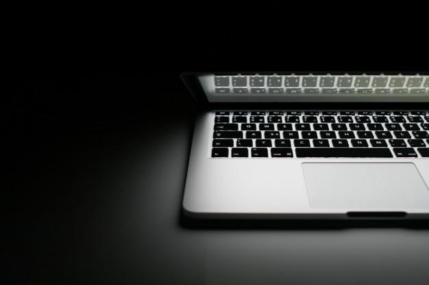 Hälfte des macbook pro 2013 Kostenlose Fotos