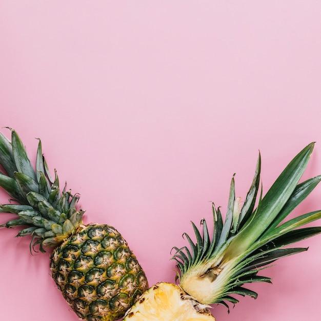 Hälften von frischer ananas Kostenlose Fotos