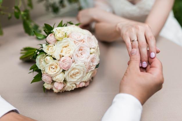 Händchen halten Kostenlose Fotos