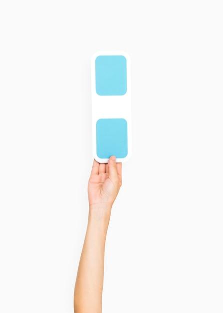 Hände, die ein doppelpunktsymbol halten Kostenlose Fotos