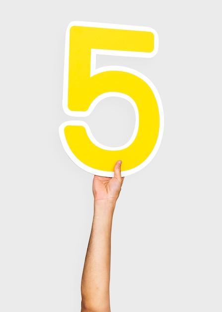 Hände halten die nummer 5 Kostenlose Fotos