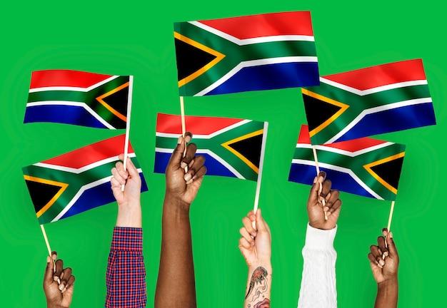Hände wehende fahnen von südafrika Kostenlose Fotos