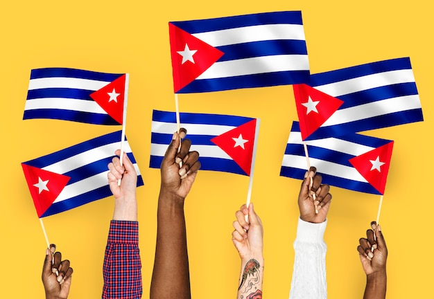 Hände winken fahnen von kuba Kostenlose Fotos