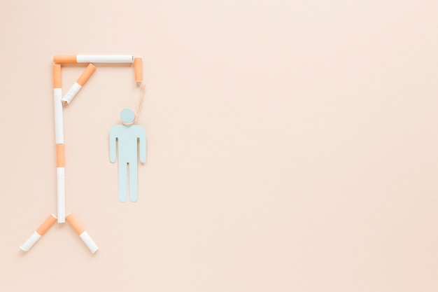 Hängender mann der draufsicht gemacht durch zigaretten Kostenlose Fotos