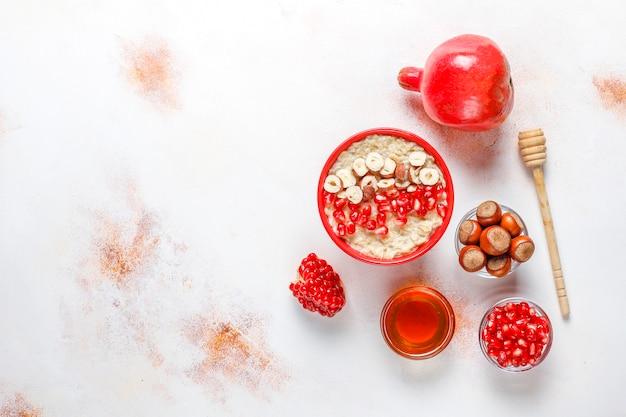 Haferbrei mit äpfeln und zimt. Kostenlose Fotos