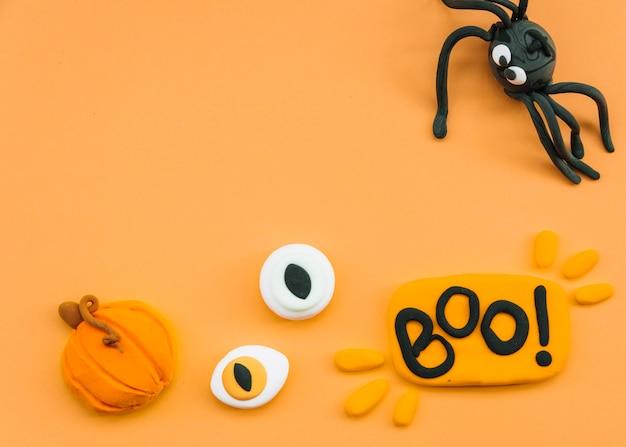 Halloween-arrangement mit plastilin spinne und augen Kostenlose Fotos