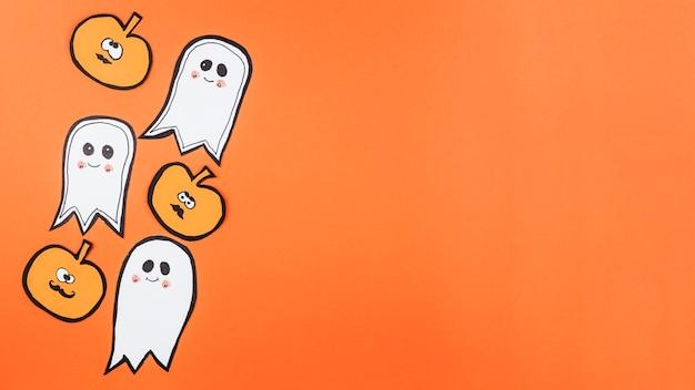 Halloween-dekorationen mit lustigen gesichtern Kostenlose Fotos