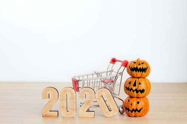 Halloween-festivaleinkaufskonzept auf weiß Premium Fotos