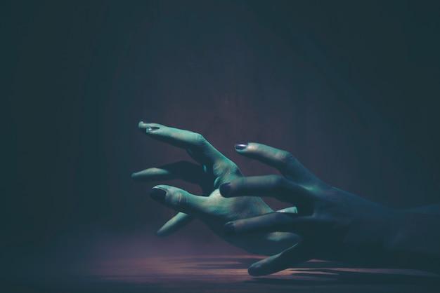 Halloween ghost hand, kunst bild für halloween-konzept Premium Fotos