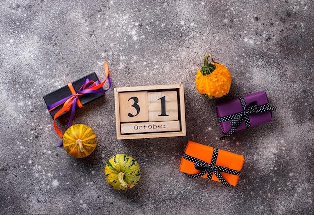 Halloween hintergrund mit geschenkbox Premium Fotos