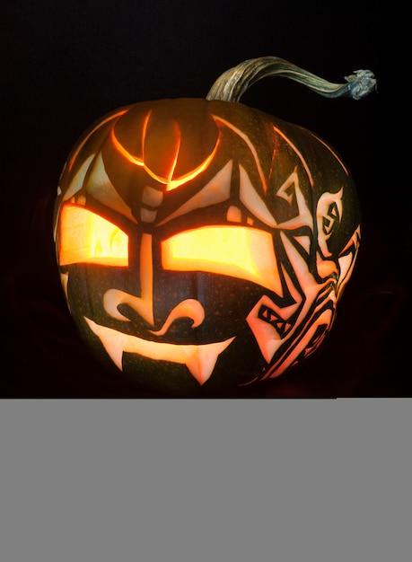 Halloween-kürbis mit kerze nach innen Premium Fotos