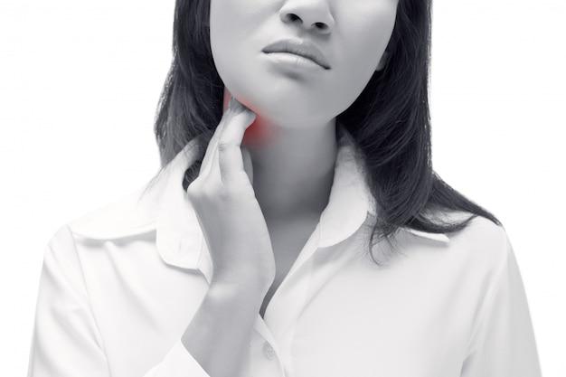Halsschmerzen einer frau. den hals berühren. isoliert auf weißem hintergrund. Premium Fotos