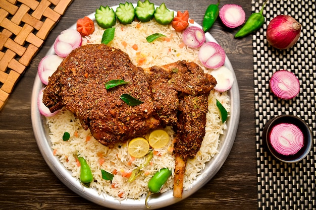 Hammelfleisch mandi food fotografie Premium Fotos