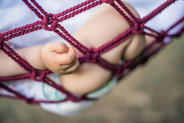 Hand das schlafende baby Premium Fotos