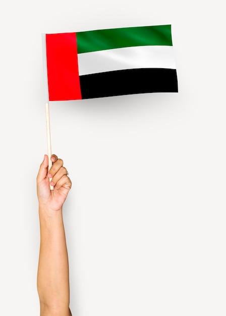 Hand, die flagge von vereinigte arabische emirate zeigt Kostenlose Fotos