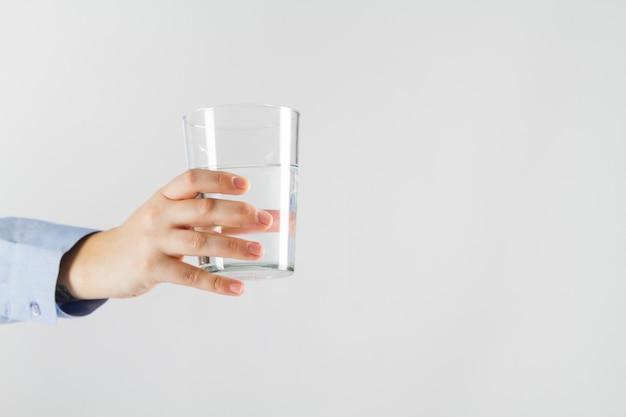 Hand Die Glas Wasser Hält Download Der Kostenlosen Fotos
