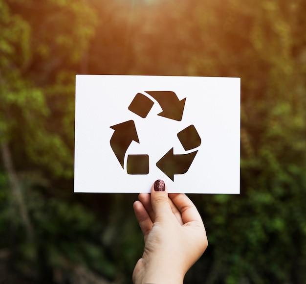 Hand halten recyceln zeichen papierschnitzen Kostenlose Fotos