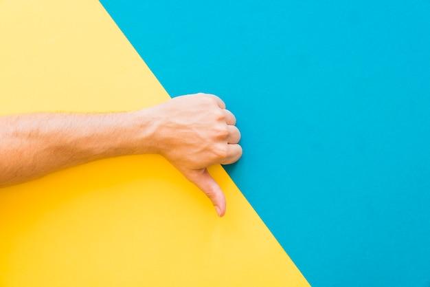 Hand macht daumen nach unten geste Kostenlose Fotos