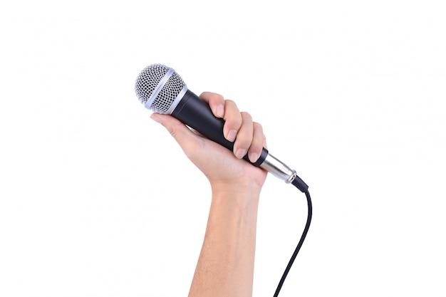 Hand mit einem mikrofon getrennt auf weißem hintergrund Premium Fotos