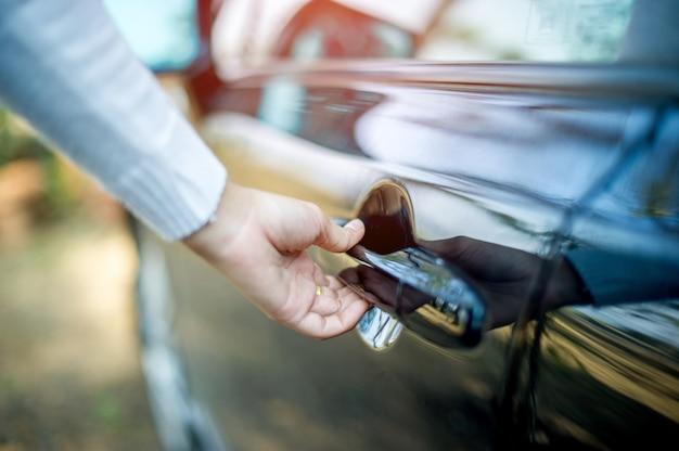 Hand- und autotüren, öffnende türen, concept cars, sicheres fahren Premium Fotos