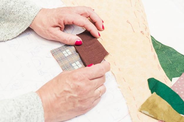 Handgemachtes patchworkhaus auf papier Kostenlose Fotos