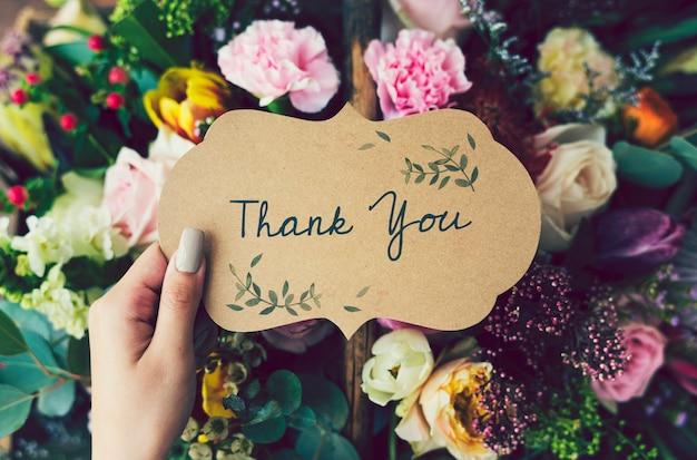 Handgeschriebene danken ihnen, mit blumenhintergrund zu kardieren Premium Fotos