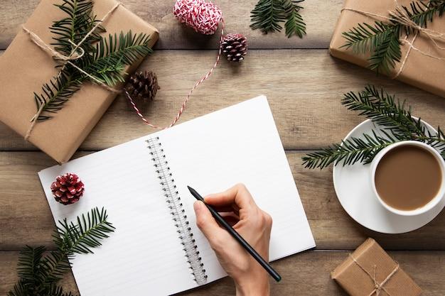 Handschrift auf notizbuch nahe heißgetränk Kostenlose Fotos
