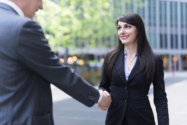 Handshake für geschäftsleute Premium Fotos