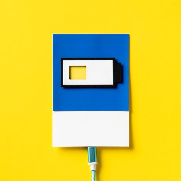 Handwerkskunst des papiers 3d einer aufladenden batterie Kostenlose Fotos