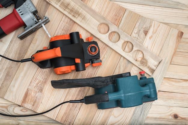Handwerkzeuge für die holzbearbeitung für die holzbearbeitung Premium Fotos