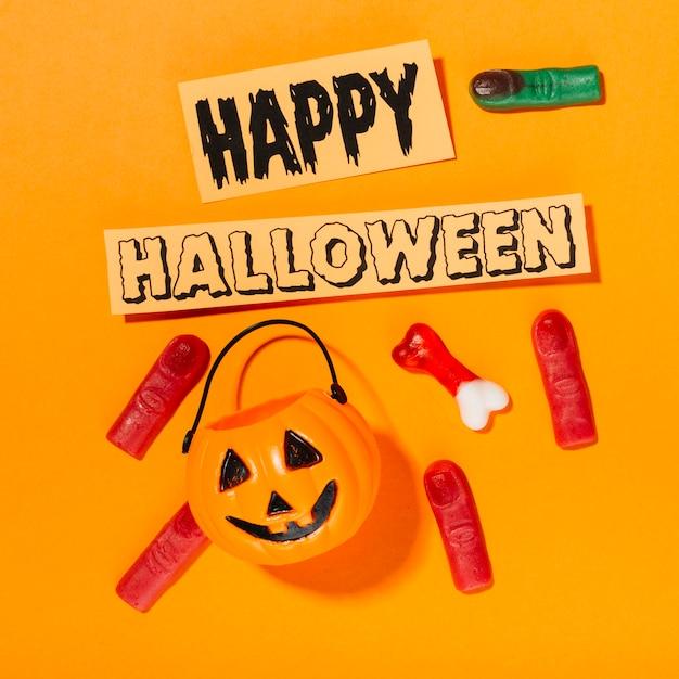 Happy halloween inschrift mit kürbis und fingern Kostenlose Fotos