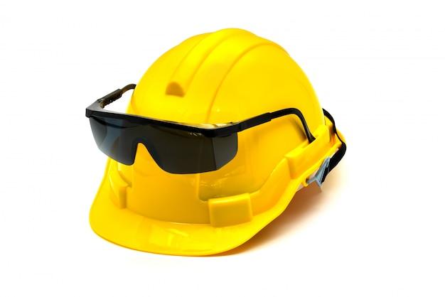 Hardhat mit augenschutz oder schutzbrille lokalisiert Premium Fotos