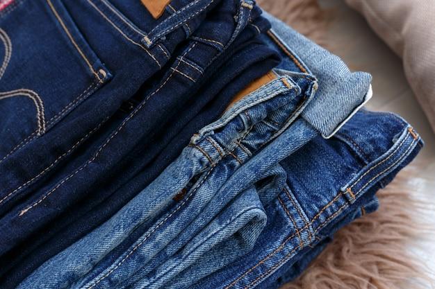 Haufen jeans Premium Fotos