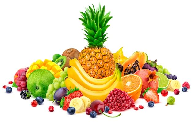 Haufen verschiedener ganzer und geschnittener tropischer früchte Premium Fotos