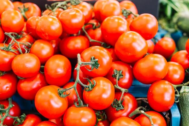 Haufen von frischen roten tomaten Kostenlose Fotos