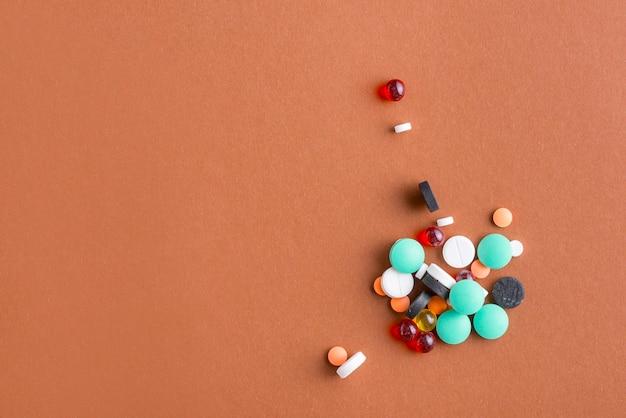 Haufen von verschiedenen pillen Kostenlose Fotos