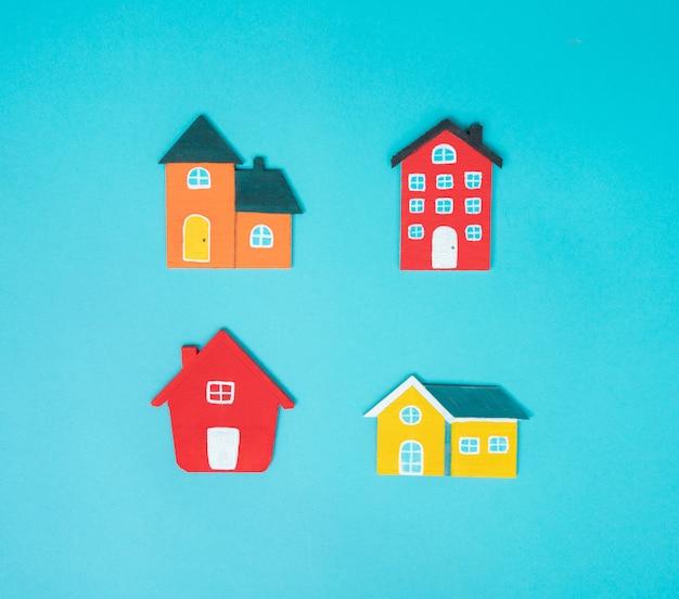 Haus auf blauem hintergrund. Premium Fotos