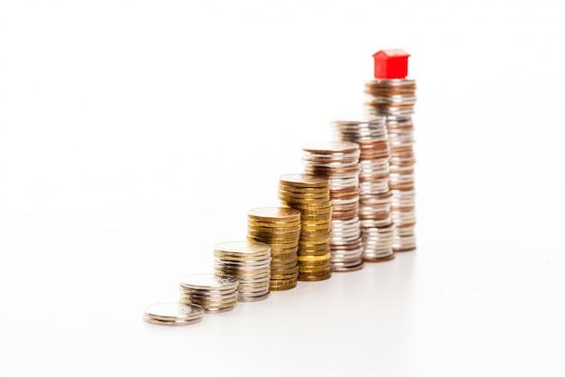 Haus auf einem haufen geld Premium Fotos