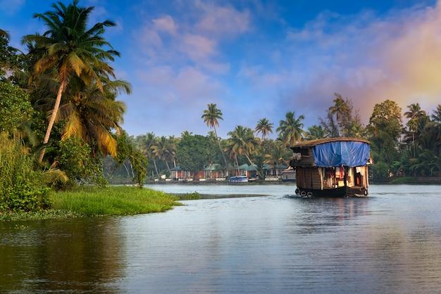 Hausboot in kerala, indien Premium Fotos