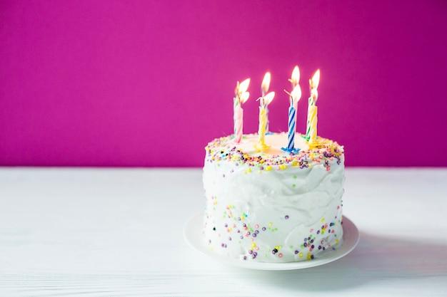 Hausgemachte Geburtstagstorte mit Kerzen | Download der kostenlosen ...