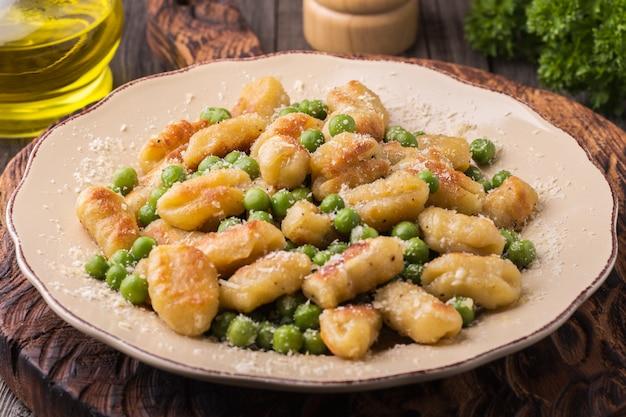 Hausgemachte italienische gnocchi. Premium Fotos