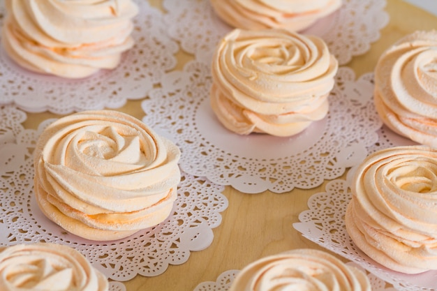 Hausgemachte rosa marshmallows Premium Fotos