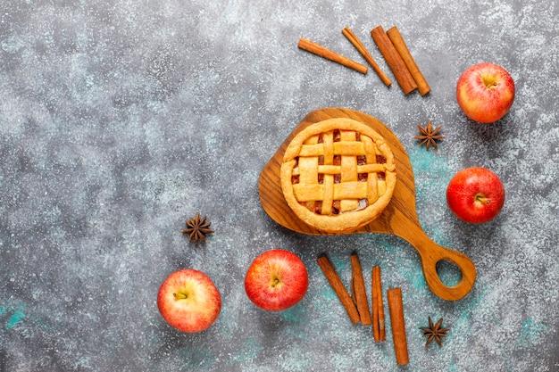 Hausgemachter mini-apfelkuchen mit zimt. Kostenlose Fotos