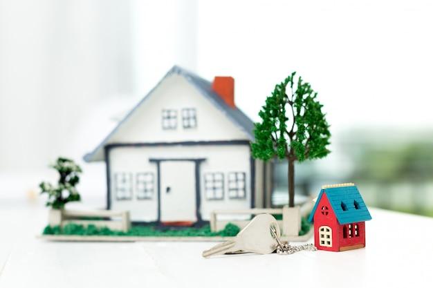 Hausmodell und schlüssel Kostenlose Fotos