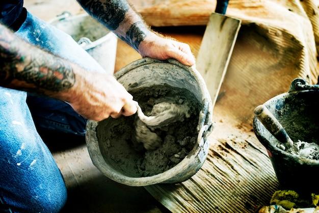 Heimwerker bereiten zementgebrauch für bau vor Kostenlose Fotos