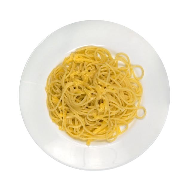 Heiße hausgemachte spaghetti mit käse isoliert Premium Fotos