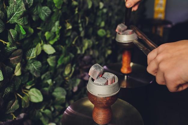 Heiße kohlen zum rauchen Premium Fotos